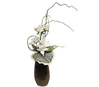 Arrangement Blüten mit Blattwerk