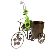 Metall Grashüpfer auf Fahrrad
