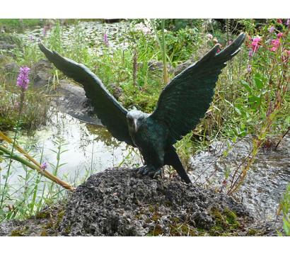 Rottenecker Bronze-Figur Roter Milan, Flügel offen