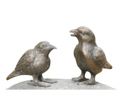 Rottenecker Bronzefigur Vögel auf Flusskiesel