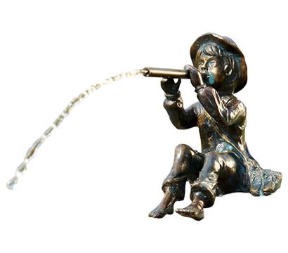 Rottenecker Bronze-Flötenspieler Toni, wasserspeiend