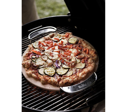 weber gourmet bbq system pizzastein mit gestell dehner garten center. Black Bedroom Furniture Sets. Home Design Ideas