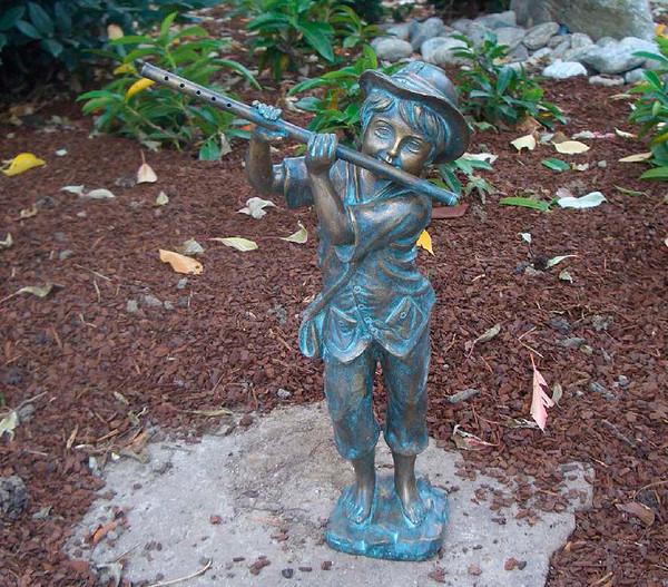 Bronzefigur Flötenspieler für den Außenbereich, 42 cm