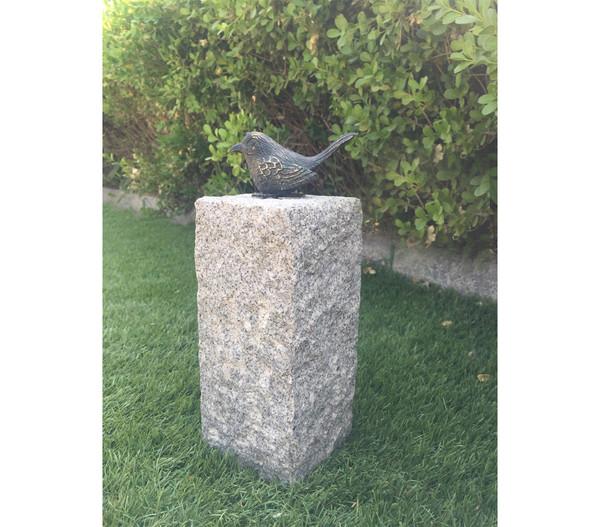 Dehner Granit-Säule mit Bronze-Vogel, 12 x 12 x 35 cm
