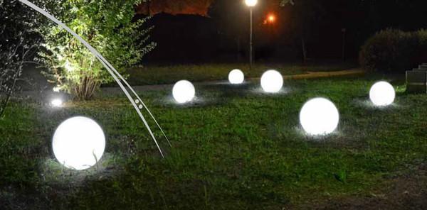 Kunststoff-Ball Sirio mit LED-Funktion, perlweiß