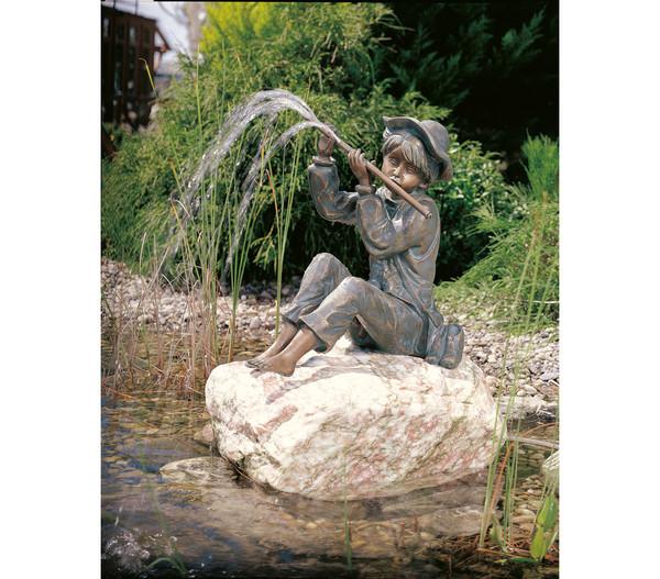 Rottenecker Bronze-Flötenspieler Hans, wasserspeiend