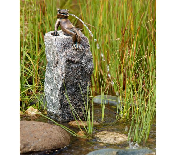 Rottenecker Bronze-Froschkönig Heinrich, wasserspeiend
