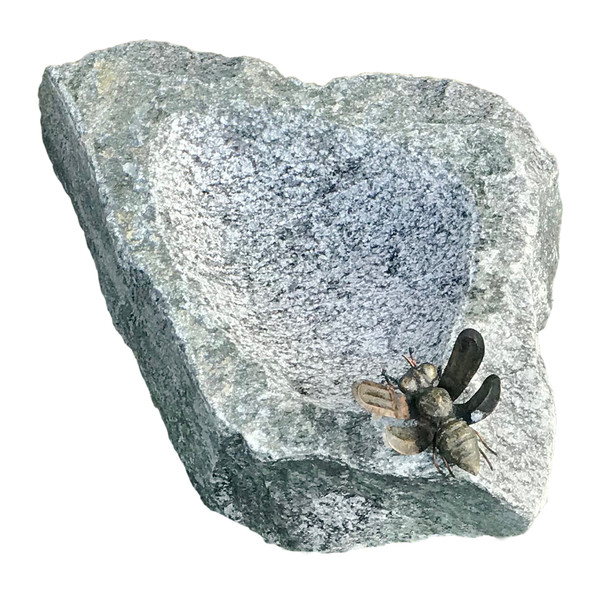 Rottenecker Granit-Tränke mit Bronzebiene, ca. B20/H13/T30 cm