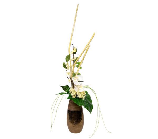 Seidenblumen-Arrangement Orchidee und Beeren in einer Vase